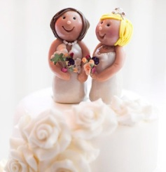 Wedding-cake-two-brides